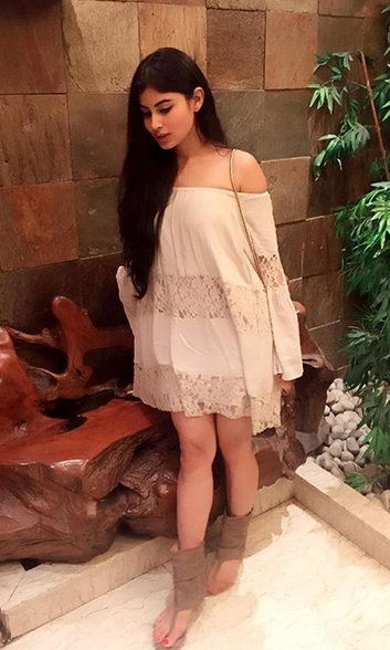 This is What Mouni Roy Looks Like When She's Not 'Naagin'