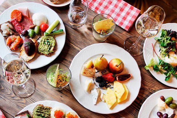 Beefzavod — пожалуй, главный на данный момент мясной ресторан в городе, был открыт в январе командой Real Authentic Wine. Выдержки из меню:  Бедро быка на гриле  Томленый говяжий язык  Тосканская сальсичча на гриле  Омуль холодного копчения  Бокал вина