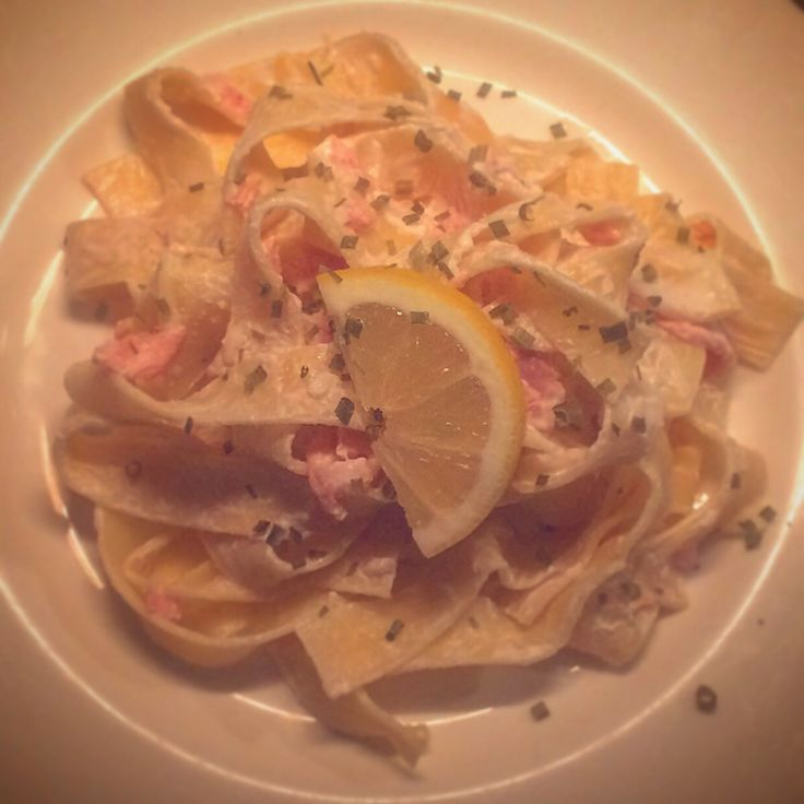 [Homemade] Parpadelle with creamy lemon cheese sauce and beetroot cured smoked salmon :)