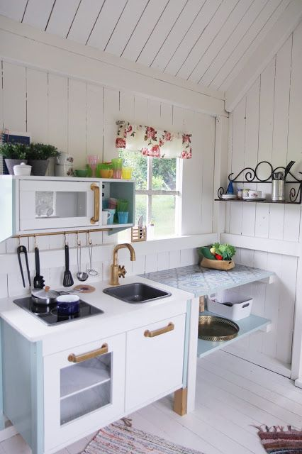 Mom in Shape: Refurbished pimped playhouse with Ikea barnkök                                                                                                                                                      More