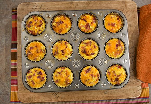 Bacon Breakfast Cupcakes - hash brown bottoms, eggs, cheese & bacon! yummy.