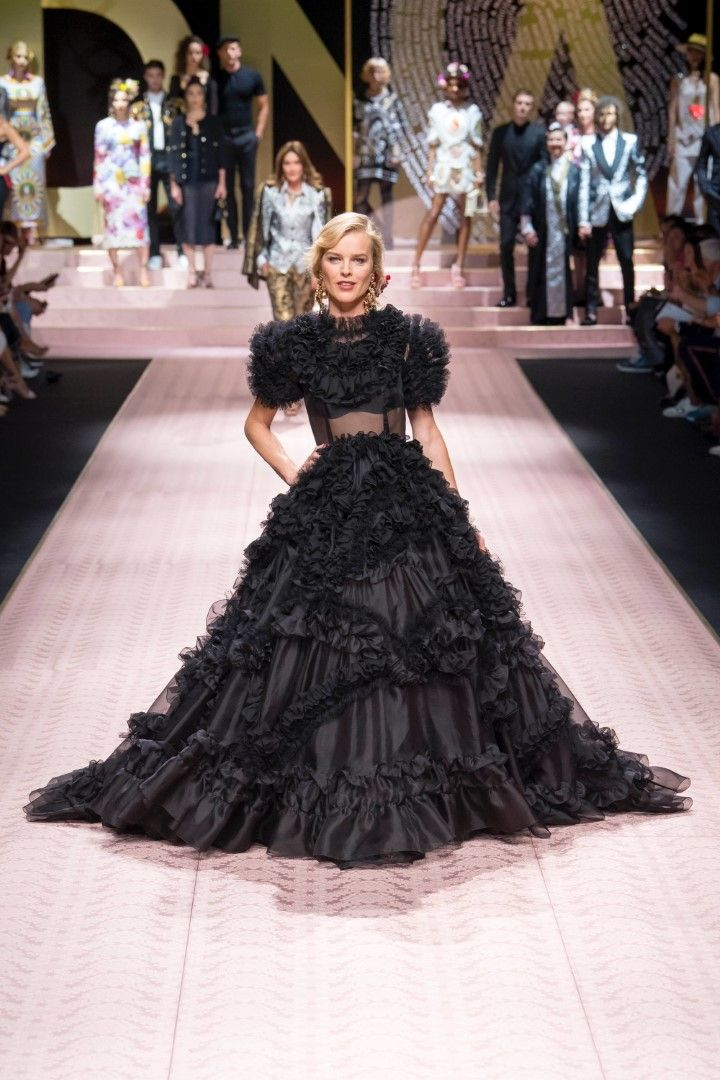 1e7195210c48 Dolce   Gabbana Spring Summer 2019 Ready-to-Wear Collection