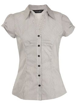 Dorothy Perkins White/black pleat front shirt White/black pleat front shirt. 95% Cotton,5% Elastane. Machine washable. http://www.comparestoreprices.co.uk/ladies-fashion-tops/dorothy-perkins-white-black-pleat-front-shirt.asp