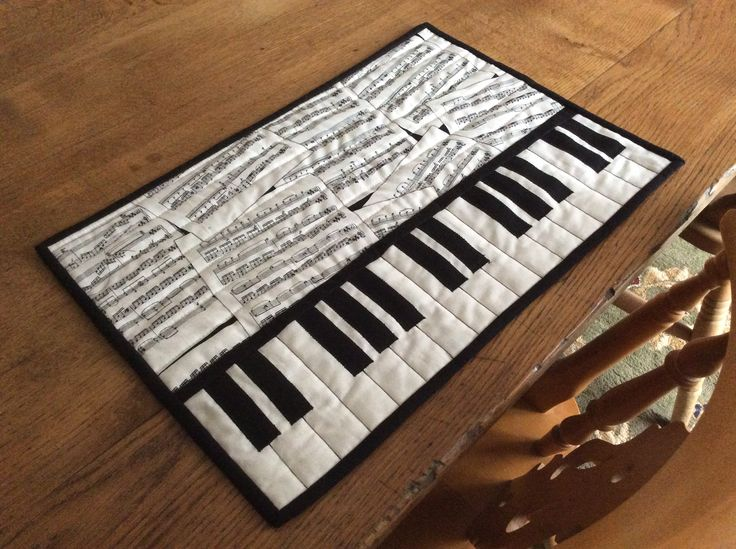 Quilted piano key place mat.