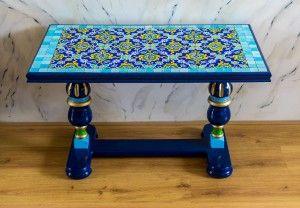 Salon tafel voor Irene met arabisch tegelwerk beschilderd