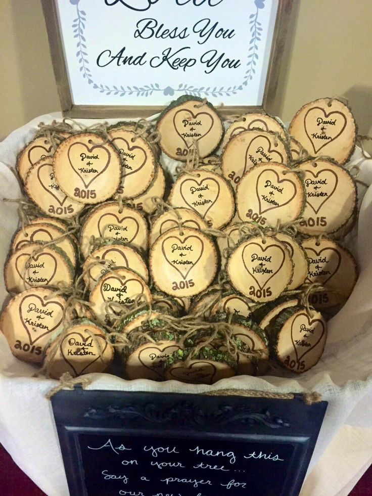These wood slices are perfect for rustic wedding favors on Christmas or Valentine's Day!