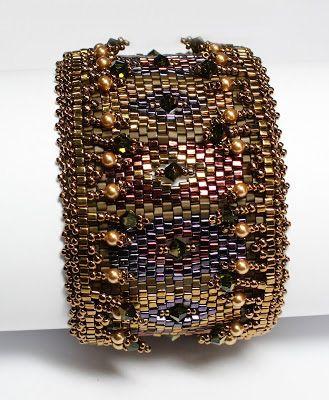 Гранатовые браслеты из бисера и бусин (схемы)