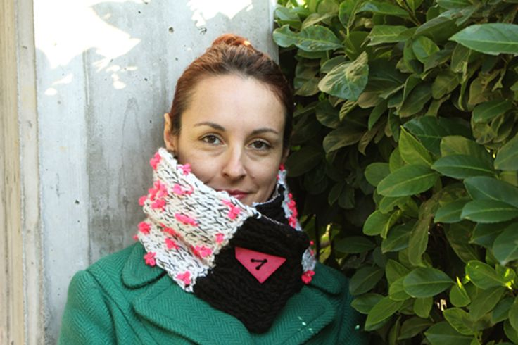 Handmade, knitted, woolly, black&white, fuchsia neckwarmer with design buttons * Scaldacollo bianco e nero, fucsia con bottone design by asilehandmadewlove on Etsy