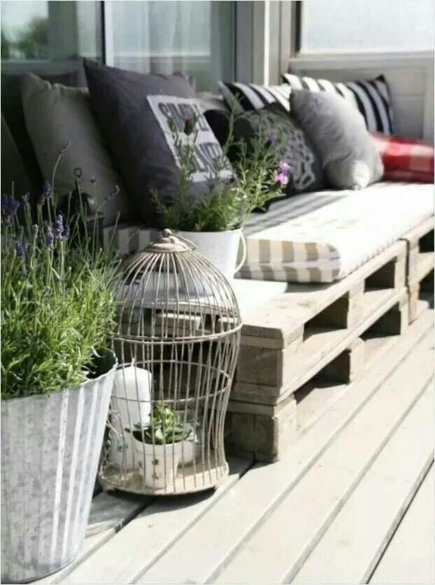 Pallet sofa. Fantastic idea!