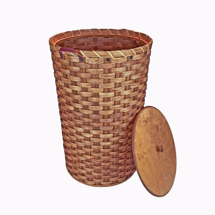 Amish Made Handwoven Large Round Wicker Hamper With Lid