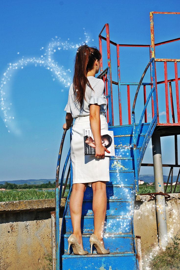 Sparkling shirt, summer vibe, summer look, white fancy Stradivarius skirt, glitter stilettos, glitter shoes