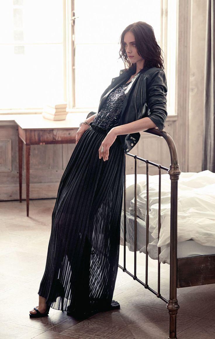 Olé Plissée! Mit seinem komplett neuen Look und seiner selbstbewussten Maxilänge sorgt dieser plissierte schwarze Chiffonrock für begeisterte Ah- und Oh-Rufe. Weit schwingend, mit Gummizug am Bund.  #impressionen #trendfarben2015 #fashion #black #red #trends #herbst #impressionenversand