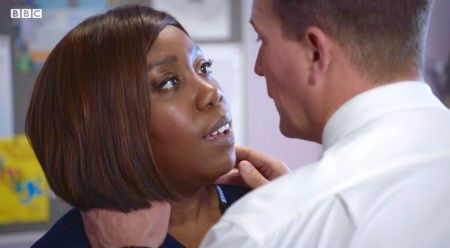 Holby City (18/16) Is there a spark between Mo and Mr T?