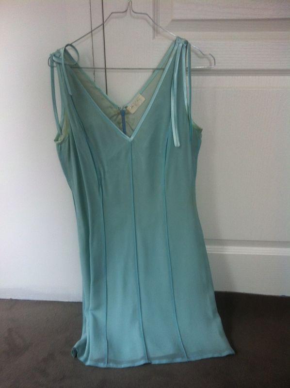 Magnifique robe Paule Ka. Location robe de soirée Paule Ka à Menthon-Saint-Bernard (74290) _ www.placedelaloc.com/location/maison-vetements-soin/vetements-femme #robe #consocollab