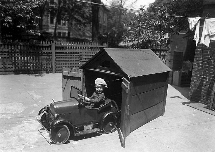 vintage pedal car (5).jpg