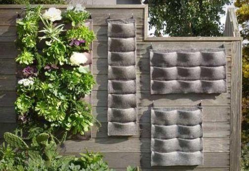 Tasche-di-tessuto-con-cui-creare-un-orto-verticale-da-appendere-a-parete