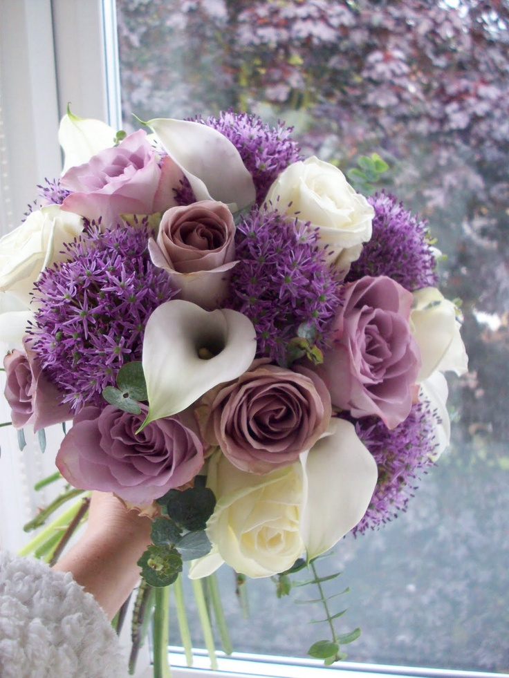 Lila und weißes Bouquet mit Alliums — mein neues Lieblings-Must-Have !!!   – Purple Wedding