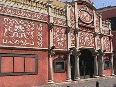 O Cine Doré é um lugar totalmente nostálgico em Madrid para assistir filmes que vão desde jóias do cinema mudo aos vencedores de festivais do mundo inteiro.O cinema, construído em 1923, recebeu grandes obras de restauração de 1982-1989 e hoje é mantido e patrocinado pela Cinemateca Espanhola.  http://gabineted.blogspot.com.br/2011/09/cine-dore-madrid.html