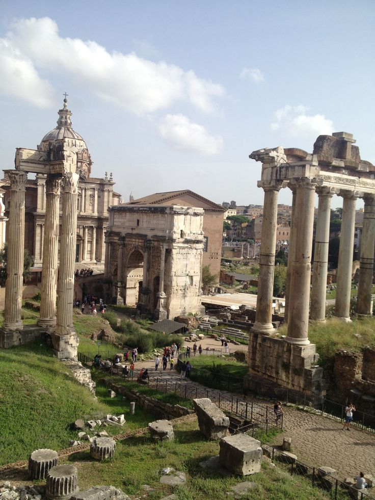 Along religious monuments are several temples and shrines dedicated to the worship of gods such as the temple of Saturn, of Vespasian, of Titus, of Caesar, of Vesta etc.