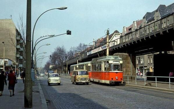 Life in the DDR: Schönhauser Allee, East #Berlin