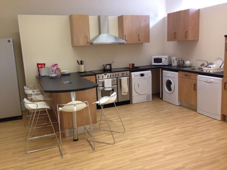 Trinity Square show flat - 5 bed kitchen
