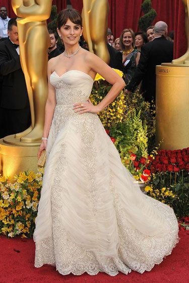 Penelope Cruz in vintage Pierre Balmain @ the 2009 Academy Awards