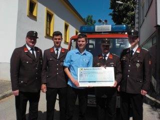 """passend zum """"Tag der Feuerwehr"""" >>> JVP JOIS übergibt Spendenscheck im Wert von EUR 535,-- an die Feuerwehr ;)"""