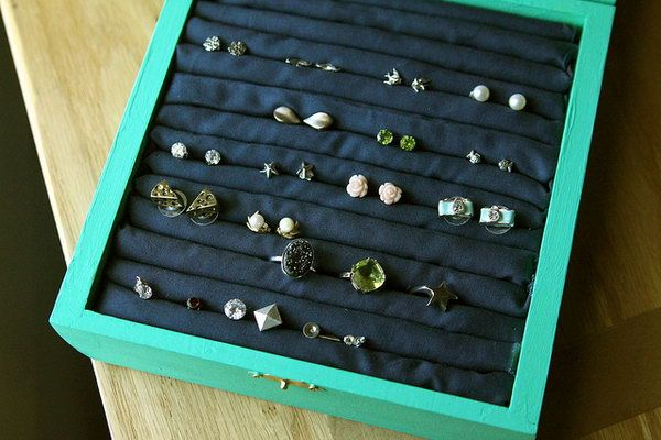 Stud Earring Holder. This DIY jewelry box is an amazing birthday present for people who have lots of stud earrings to make their earrings organized. http://hative.com/creative-diy-birthday-gifts/