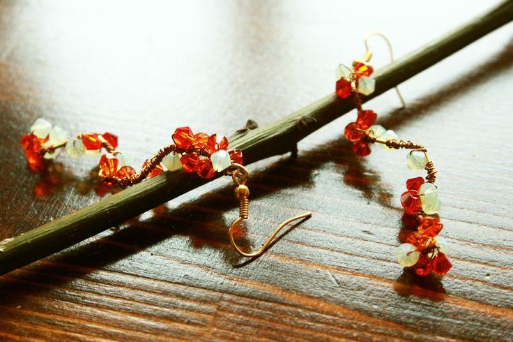 Hand Made Crystal Earrings by La Lumière.  Bahar Dalı El Yapımı Kristal Küpeler. 85TL /Büyük Boy/ Turuncu-Beyaz