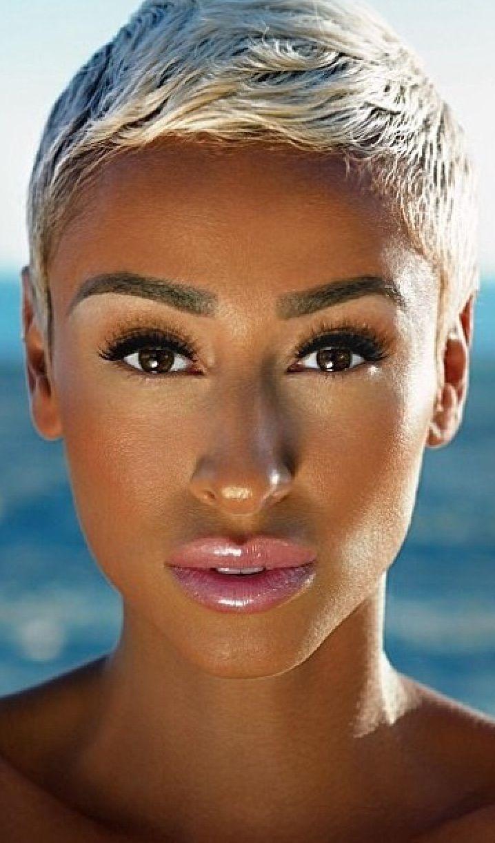Love;~) that hair and what beautiful skin and lips. #naturalhair #blackhairinformation #skin desireddiva.com