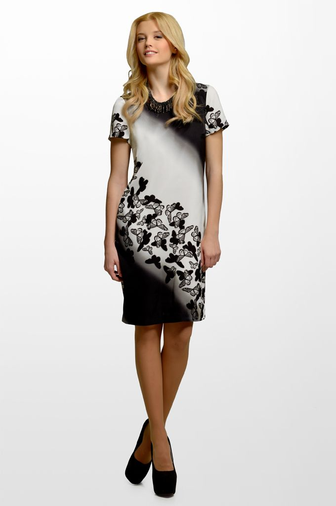 Sarah Lawrence - short sleeve printed dress, beaded necklace.