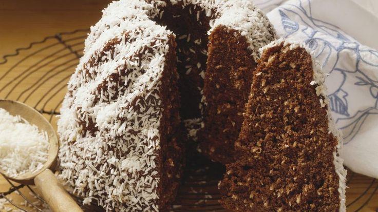Für Leckermäuler und Schokoladenfans: Schoko-Kokos-Gugelhupf | http://eatsmarter.de/rezepte/schoko-kokos-gugelhupf
