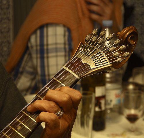 Guitarra portuguesa.