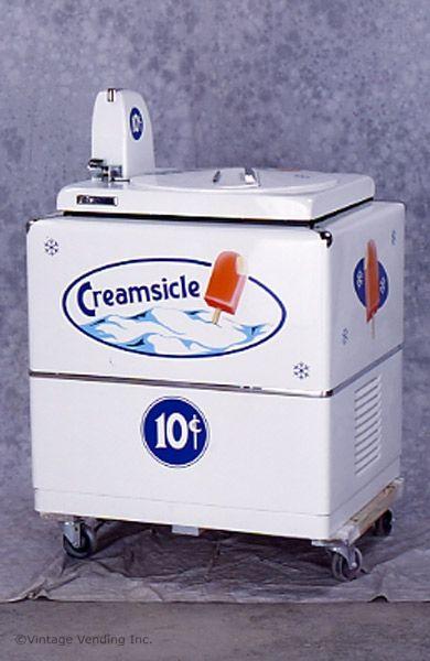 Mi máquina de helados está cerca de piscina y es muy delicioso
