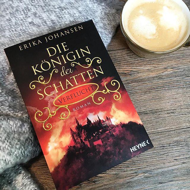 """Wir starten unsere Woche mit dem zweiten Band von """"Die Königin der Schatten"""" von Erika Johansen. Mit welchem Buch entflieht ihr dem Montags-Blues? #thalia #thaliabuchhandlungen #buchempfehlung #neuerscheinung #erikajohansen  @heyne.verlag"""