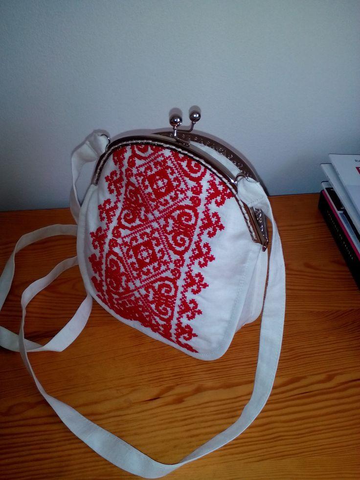 Handbag embroidery red cross