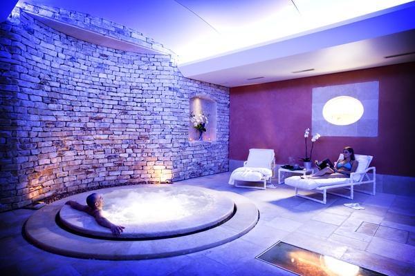 L'Auberge de Cassagne côté spa : des instants d'intimité dans un vrai centre de luxe 5 étoiles, avec des installations au top de la modernité... Pour vivre un rêve éveillé à deux pas d'Avignon. #Spa #Provence