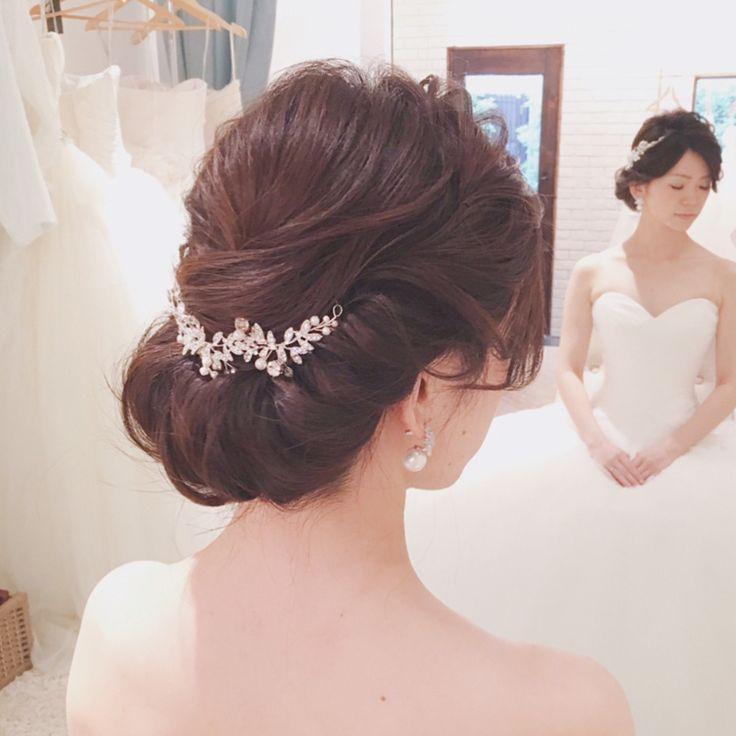 毎月開催してる #ヘアアレンジ試着会 開催中❣️ #クラシカル をテーマに ツヤを大切にした 柔らかい#ギブソンタック  . 昨日のお一人めのお客様 当日外注もしてくださっている ayakoさんでした♡♡♡ . 綺麗ーー 当日はどんな髪型にしようかなー♡ 相談しながら。。 . 最高の花嫁さまに 仕上げますね! . for #ヘアアレンジ試着会 #mikaarrange . #ウェディング #ウェディングドレス #ヴェラウォン #ホワイトバイヴェラウォン #ブライダルヘアメイク #挙式ヘアメイク #結婚式準備 #結婚準備 #花嫁 #プレ花嫁 #挙式 #リハーサルヘアメイク #パーティーヘア #ヘアアレンジ #ヘアメイク #ヘアセット #wedding #hairset #loosehair #weddinghair