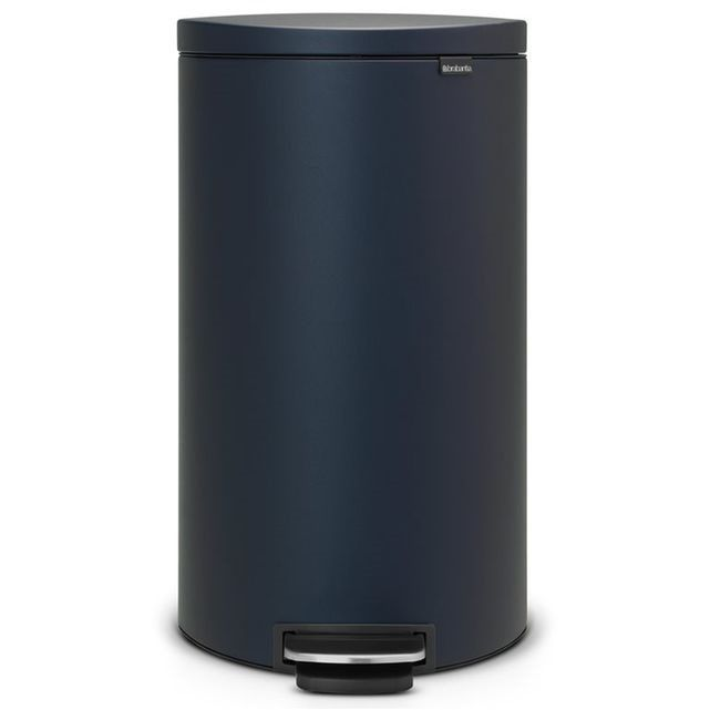 Poubelle à pédale Brabantia  Flatback 30 L BRABANTIA : prix, avis & notation, livraison.  La poubelle à pédale Flatback de Brabantia a une conception pratique et gain de place. Le dos plat permet de la placer bien droite contre le mur et elle n'est ainsi jamais dans le chemin. La poubelle à pédale a une grande contenance de 30 litres.Capacité: 30 litres (convient aux sacs poubelle de type G)Dimensions : H 66 x larg. 37,5 x P 31 cmMatériaux : mé...