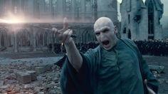 Als Voldemort in der Schlacht von Hogwarts starb, war er 71 Jahre alt. | 37 Fakten, die Dich komplett neu auf Harry Potter schauen lassen
