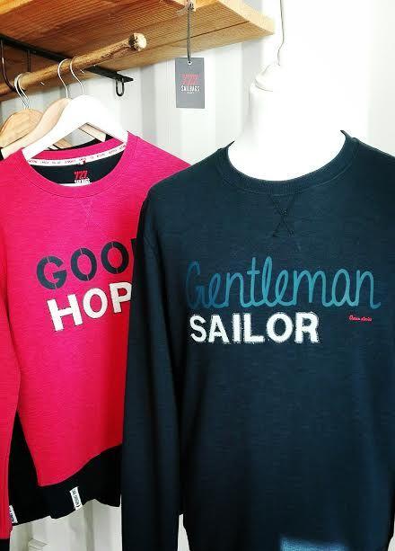 Sweat homme 100% coton avec empiècements en voile de bateaux recyclée et pulls marin Homme 100% laine, made in France.  Collection Everest des Océans