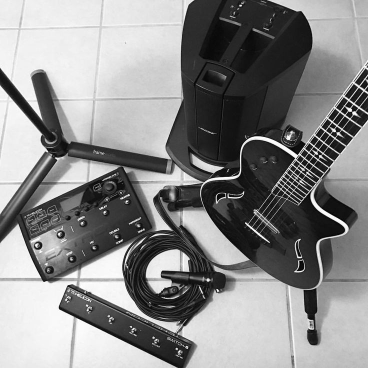 "24 mentions J'aime, 3 commentaires - Karl Merl (@karlmerl) sur Instagram : ""#taylorguitars #t5z #tchelicon #voicelive3 #vl3extreme #bose #l1compact #shure #shureksm8…"""