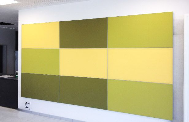 Wandpaneele aus Akustikelementen als Schallschutzelemente verbessern die Raumakustik insbesondere wenn sie bei Räumen mit schallharten Oberflächen großflächig angebracht werden.