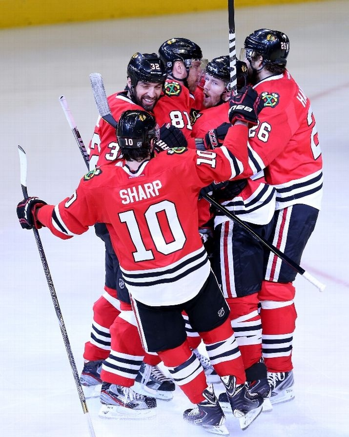 CHICAGO, IL - JUNE 08: (L-R) Patrick Sharp #10, Michal Rozsival #32, Marian Hossa #81, Duncan Keith #2 and Michal Handzus #26 of the Chicago Blackhawks celebrate after Keith scored a first period goal against the Los Angeles Kings during Game Five of the Western Conference Finals of the 2013 NHL Stanley Cup Playoffs at United Center on June 8, 2013 in Chicago, Illinois. (Photo by Jonathan Daniel/Getty Images)