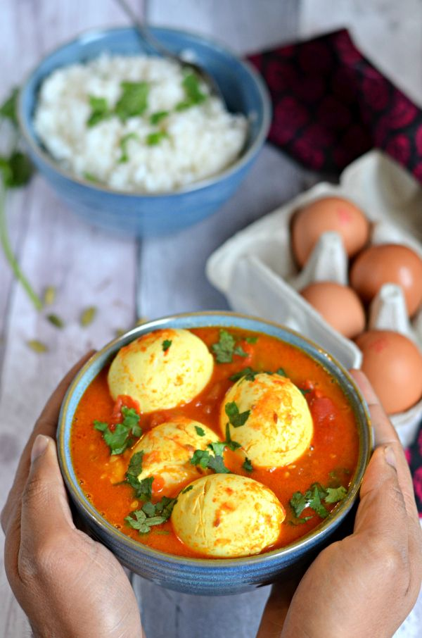 Aromatic & Spicy egg curry from Kashmir, with tomatoes, cardamom and saffron. Serve with steamed rice or Naan for a cosy winter meal. Vegetarian, high in proteins and antioxidants