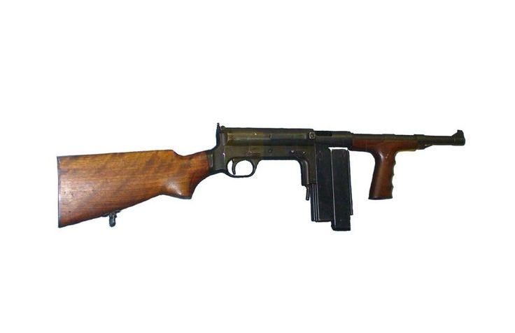 Le pistolet mitrailleur UD M42