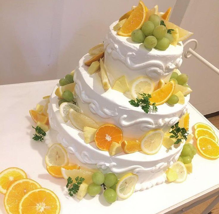 柑橘系やマスカット…♡ 見た目も可愛くウェディングケーキはこだわりたい1つですね♡  #ウェディングケーキ #ケーキ #デザート #wedding #morning #2017春婚 #2017冬婚 #2017秋婚 #instawedding #プレ花嫁 #卒花嫁 #ヴィラデマリアージュ高崎