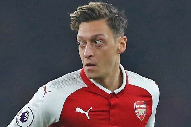 Mesut Ozil Hairstyle 2018 Mesut Ozil Arsenal Hair Styles Hair Styles 2014 Haircut Player Profile Mesut In 2020 Man Utd News Soccer Player Hairstyles Jose Mourinho