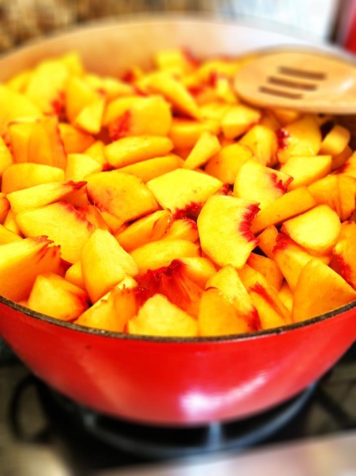 Pretty peaches for Bourbon Peach Pie!