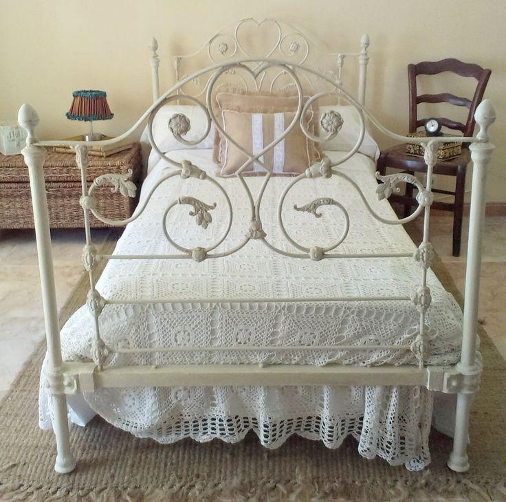 Antigua cama de forja estilo shabby /Shabby old iron bed | Bohemian and Chic